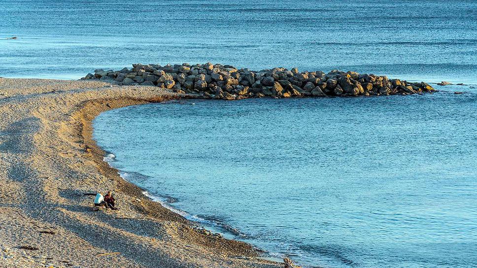 Берег Черного моря в с. Дивноморское, Геленджик. Ноябрь 2018 года