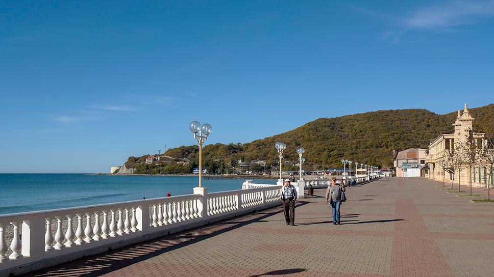 Набережная в пос. Архипо-Осиповка. Берег Черного моря. Ноябрь 2018 года
