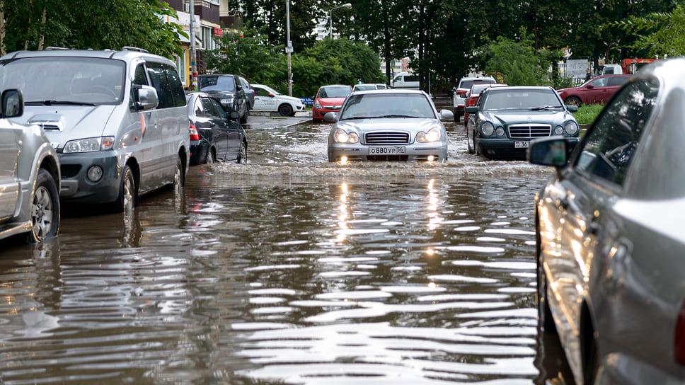 Придомовые проезды после дождя. Август 2021 года