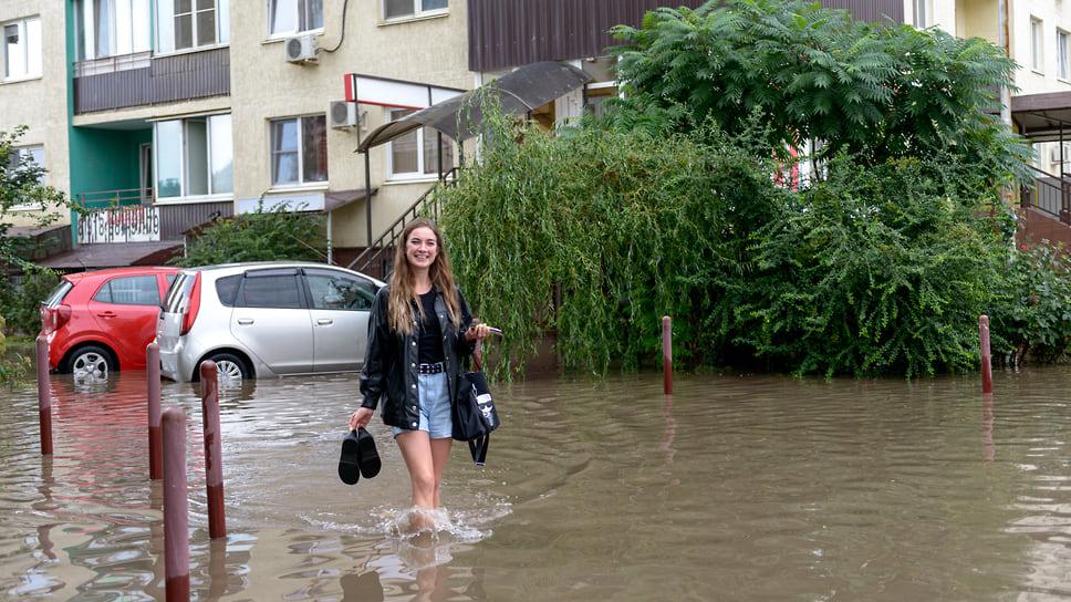 Еще один житель района штурмует водную преграду. Август 2021 года