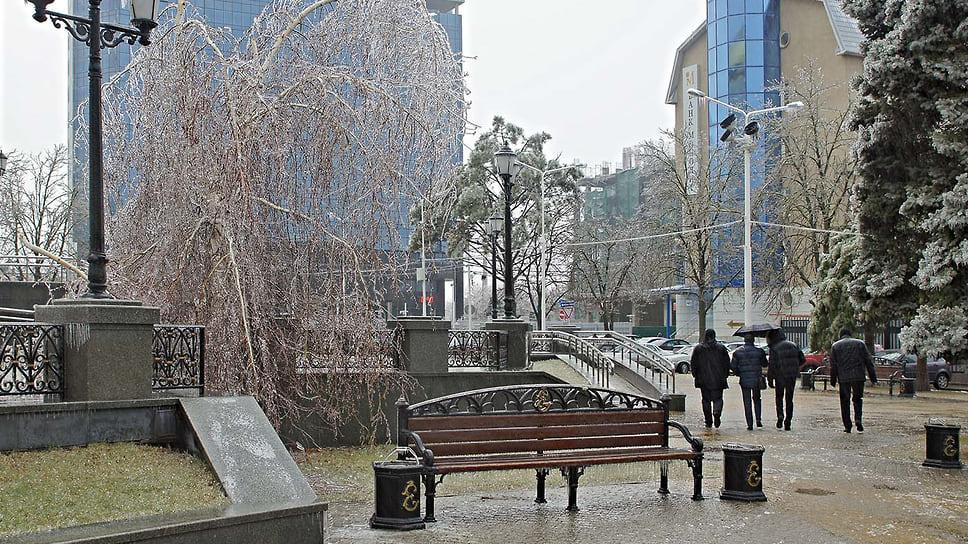 Улицы Краснодара после ледяного дождя. Январь 2014 года