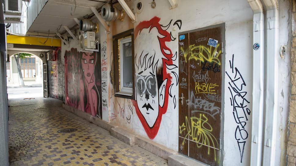 Стены в окрестностях ул. Красной, 82