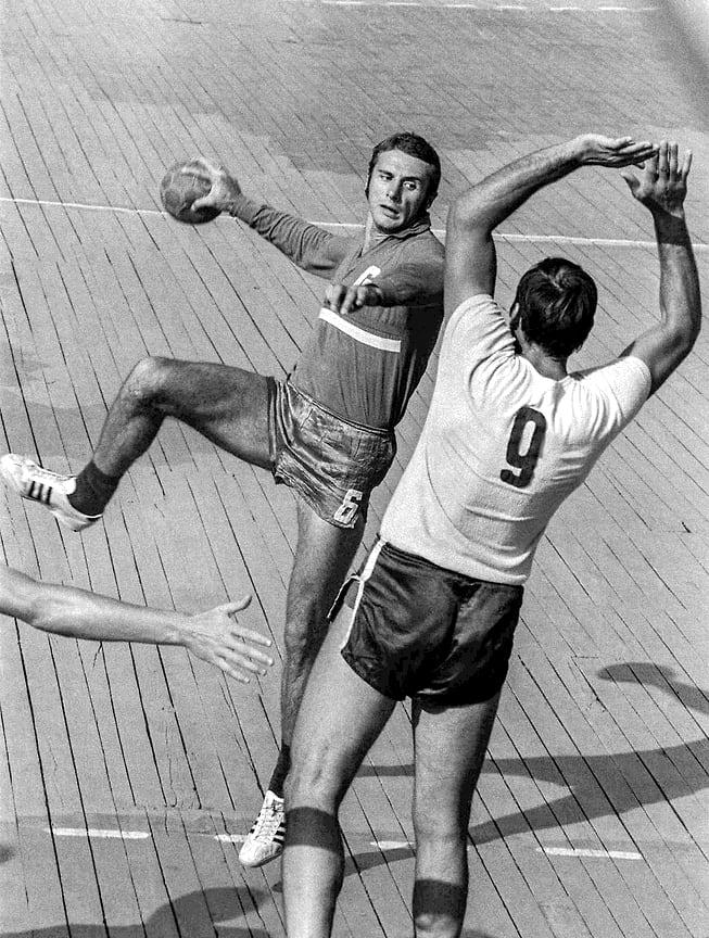 Олимпийский чемпион 1976 года по гандболу, Заслуженный мастер спорта СССР Валерий Гассий. 1974 год