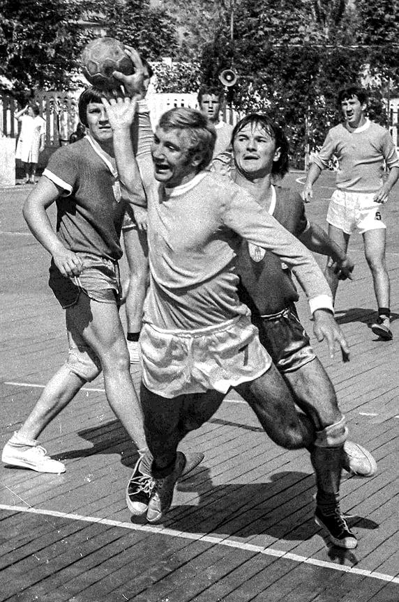Чемпионат СССР по гандболу среди мужских команд. Летняя площадка стадиона «Кубань», июнь  1975 года