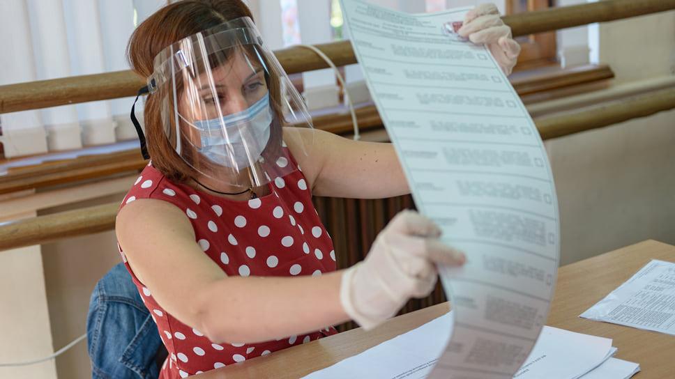 На избирательном участке соблюдают меры предосторожности. Детская школа искусств «Юбилейная» (ЮМР, ул. Алма-Атинская, 2). 18 сентября
