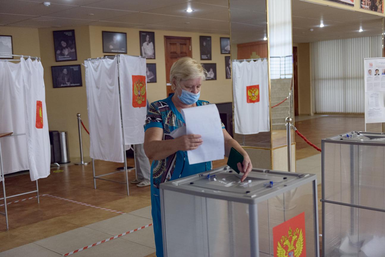 Выборы идут спокойно, без очередей. Театр кукол (ул. Красная, 31). 19 сентября