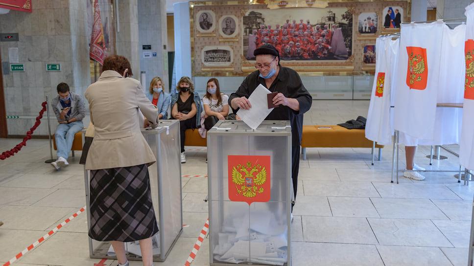 Голосование проходит при участии наблюдателей. Центральный концертный зал (ул. Красная, 5). 19 сентября