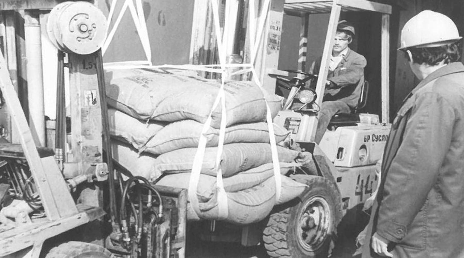 1983. Рис в строп-контейнерах