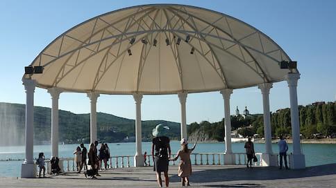 Курортная перспектива  / Закрытие границ вынужденно повысило спрос на внутренний туризм. На Кубани традиционно в топе самых востребованных курортов — Сочи, Анапа и Геленджик. Однако Новороссийску тоже есть, что предложить туристу