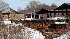 Из-за карстового провала под землю ушел дачный дом и пострадал соседний