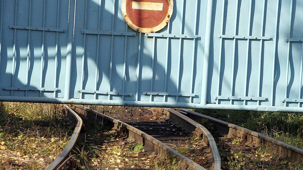 «Красный якорь» цепляется за пути / Завод пытается вернуть разобранную железнодорожную ветку
