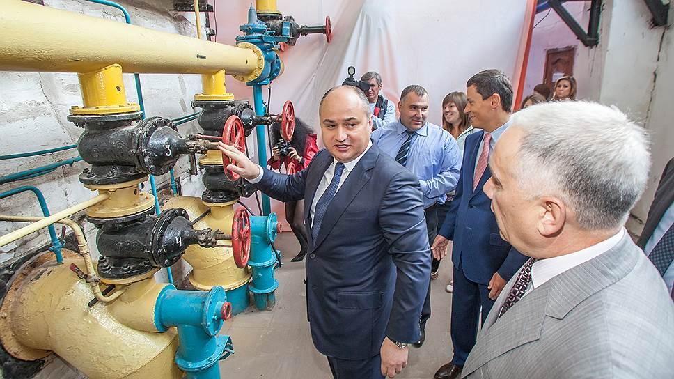 Администрация Нижнего Новгорода во главе с Олегом Кондрашовым (на фото в центре) предложила ТЭК-НН потенциальным покупателям