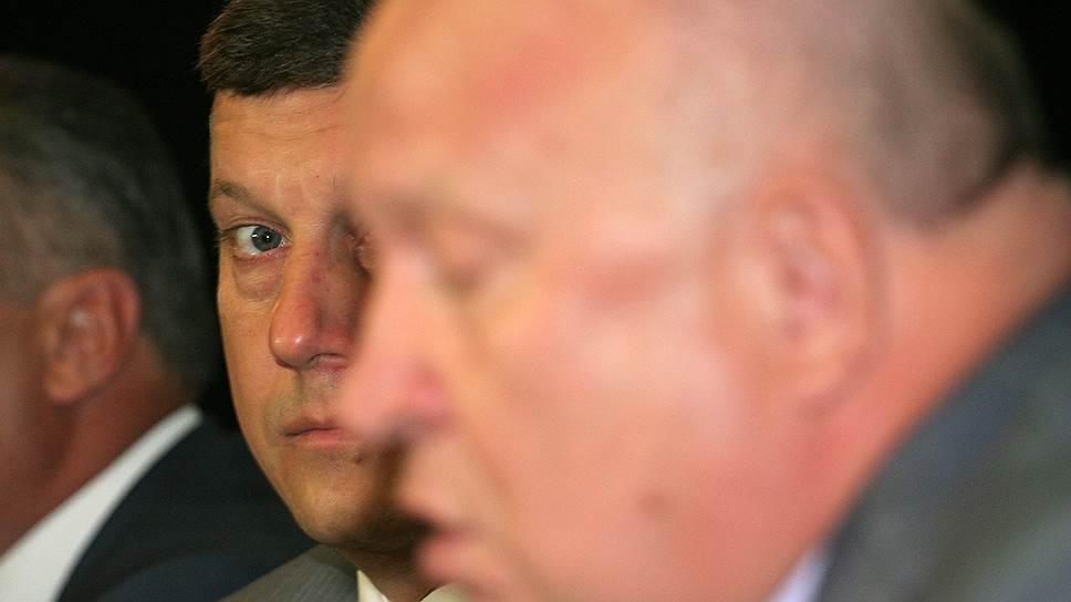 «Разговор за жизнь» / Губернатор провел консультации с депутатами гордумы поповодуотчетаОлега Кондрашова