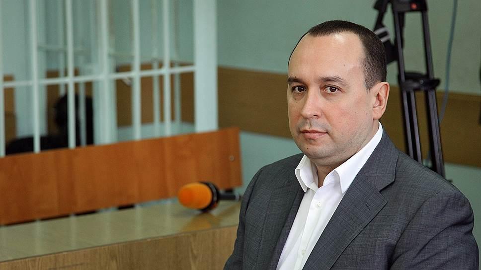 Бывший министр нижегородского правительства Денис Лабуза подчеркивал, что вину в превышении полномочий полностью признает и преступление совершил, «по неосмотрительности, попав под чужое влияние»