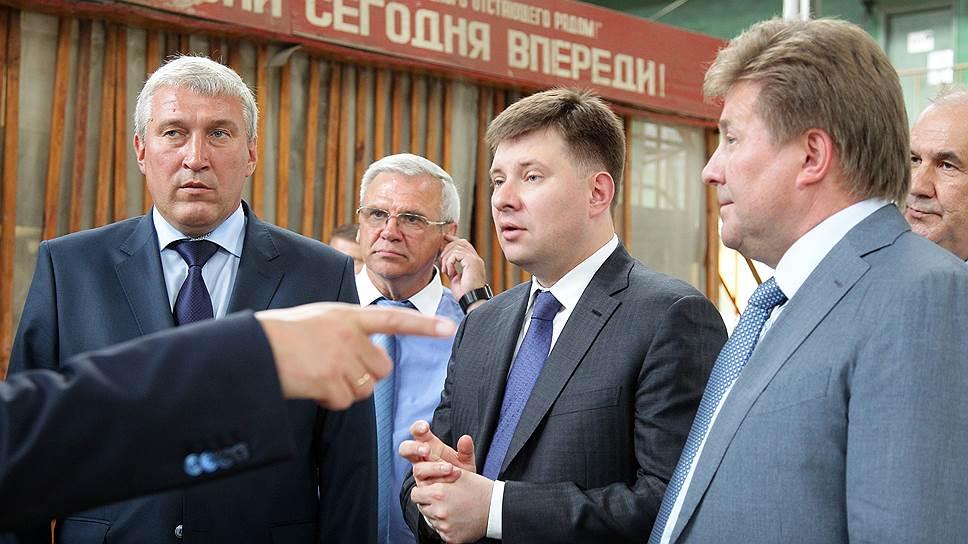 Выбор сборщика Ил-114 пал на входящий в РСК МиГ (крайний справа генеральный директор компании Сергей Коротков) авиазавод «Сокол»