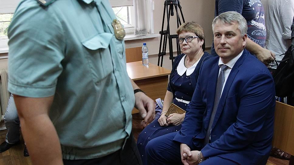 Сити-менеджер Сергей Белов и его заместитель Надежда Рожкова не признают своей вины в халатности