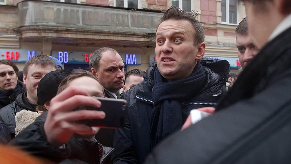 Штабные мучения / Алексей Навальный встретил в Нижнем Новгороде сторонниковипротивников