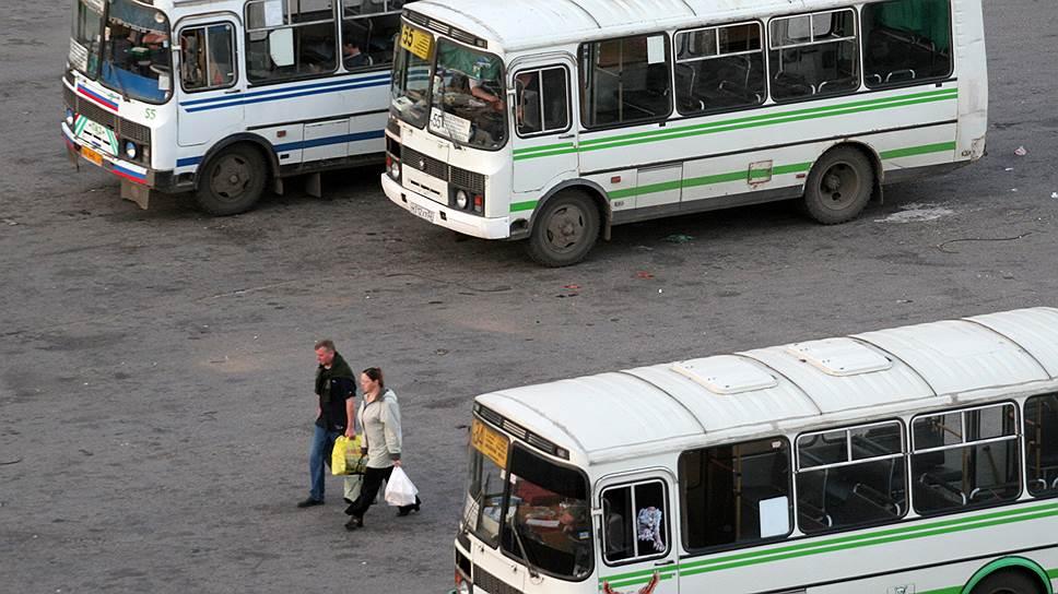 Перевозчикам предлагают убрать за собой / Мэрия рассчитывает включить в контракты с ними расходы на содержание стоянок транспорта