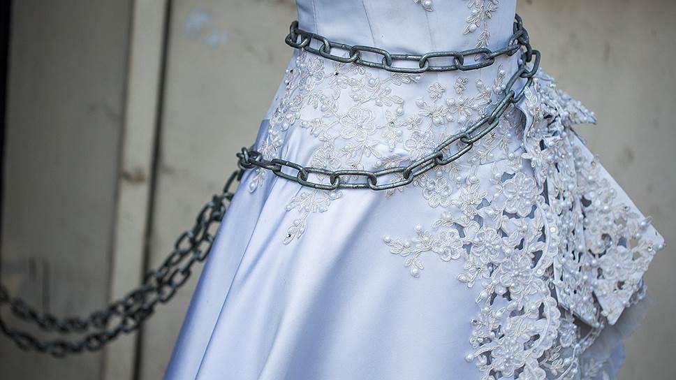 Платье не к месту / В Павлове сносят новое здание фабрики Gabbiano