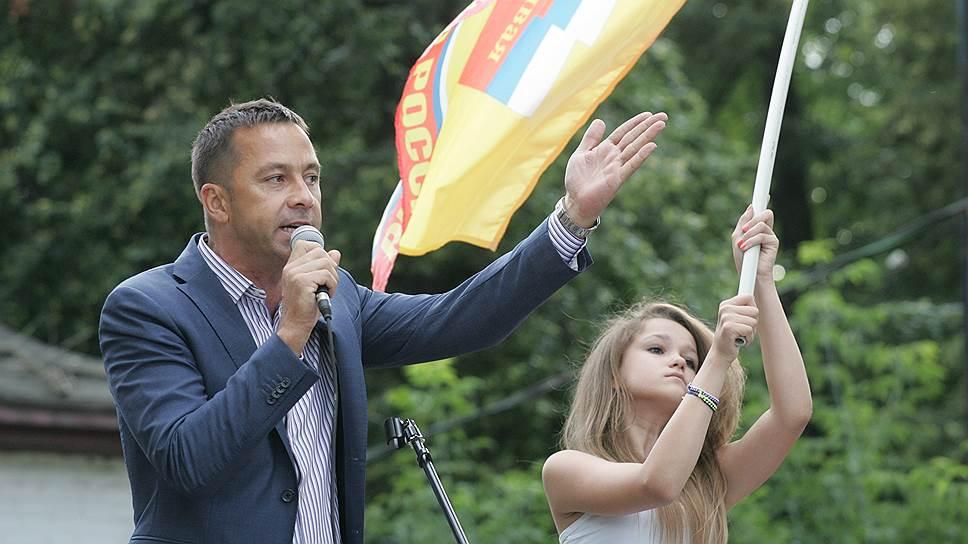 Мошенничество включили в партийный список / Лидеру нижегородских справороссов Александру Бочкареву изменили статью обвинения