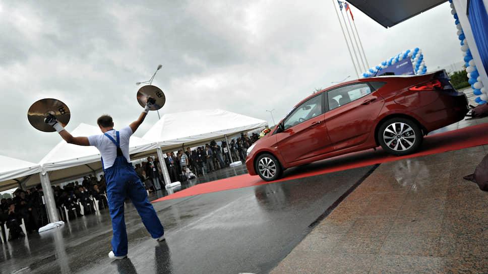 Цены обновили модельныйряд / Автомобили дорожают при падении спроса
