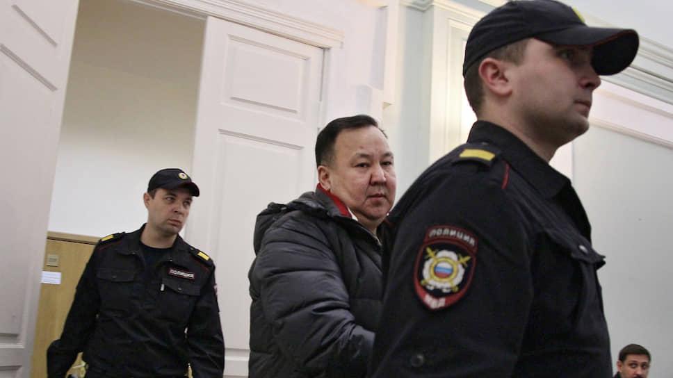 В тылу не отсидеться / Полковника Ихтияра Уразалина осудили за посредничество во взяточничестве