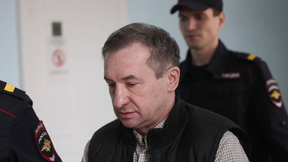 Благоустройство кладбищ оценили на восемь лет / Николая Ингликова приговорили к колонии за взятку и поборы с подчиненных