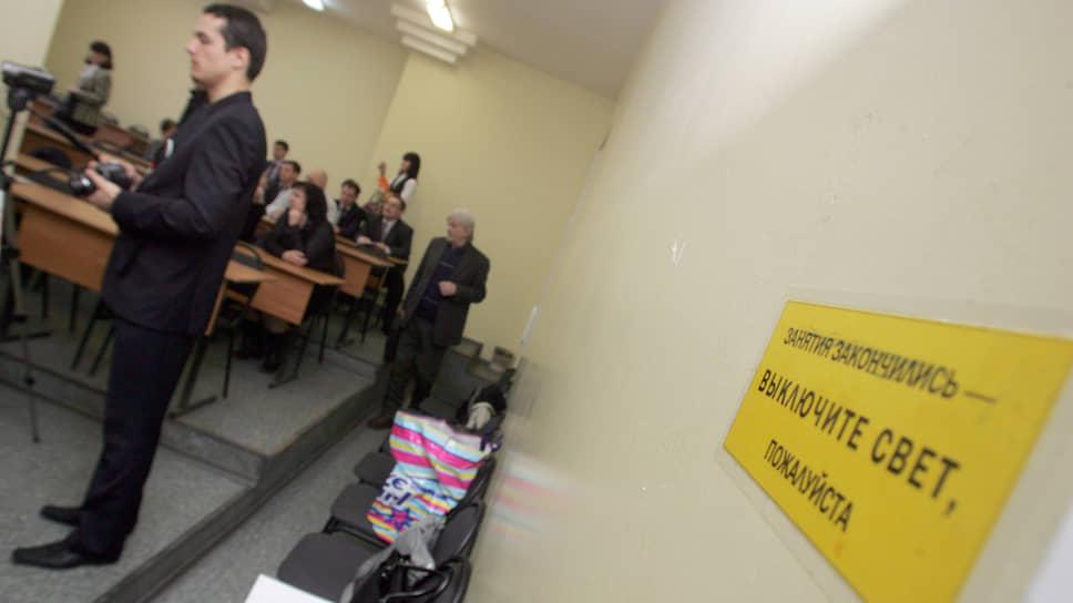 Вузы решили держать дистанцию / Нижегородских студентов переводят на домашнее обучение из-за угрозы коронавируса