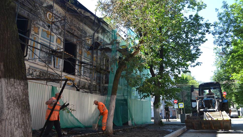 Литературный музей ждет консервации / Мэрия просит деньги на восстановление сгоревшего дома Бурмистровой и судится с подрядчиком