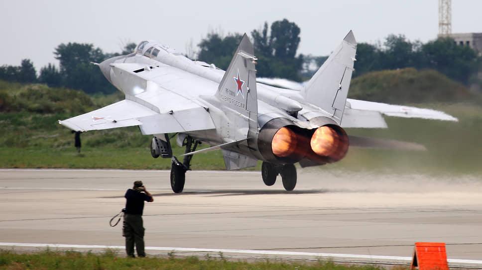Адвокат летчика, управлявшего МиГом-31, полагает, что Минобороны может заявить кнему гражданский иск о компенсации ущерба