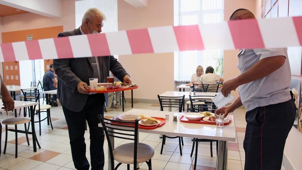 Нижегородцам обещают не закрывать рестораны, ноагитируют прививаться