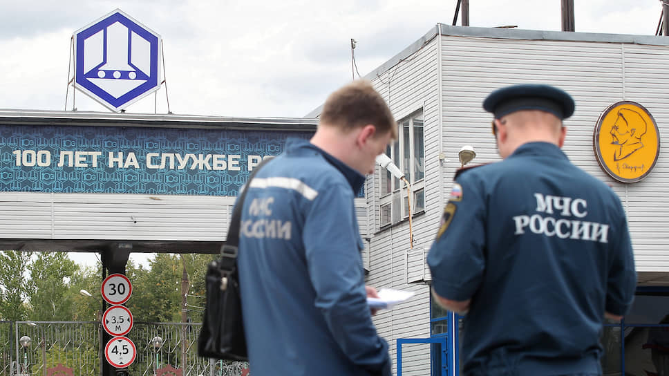 За ликвидацию последствий взрыва на заводе Свердлова наградили девять сотрудников МЧС