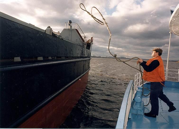 Строительство низконапорного гидроузла должно решить проблему судоходства по Волге, которая уже не может пропускать суда с низкой осадкой