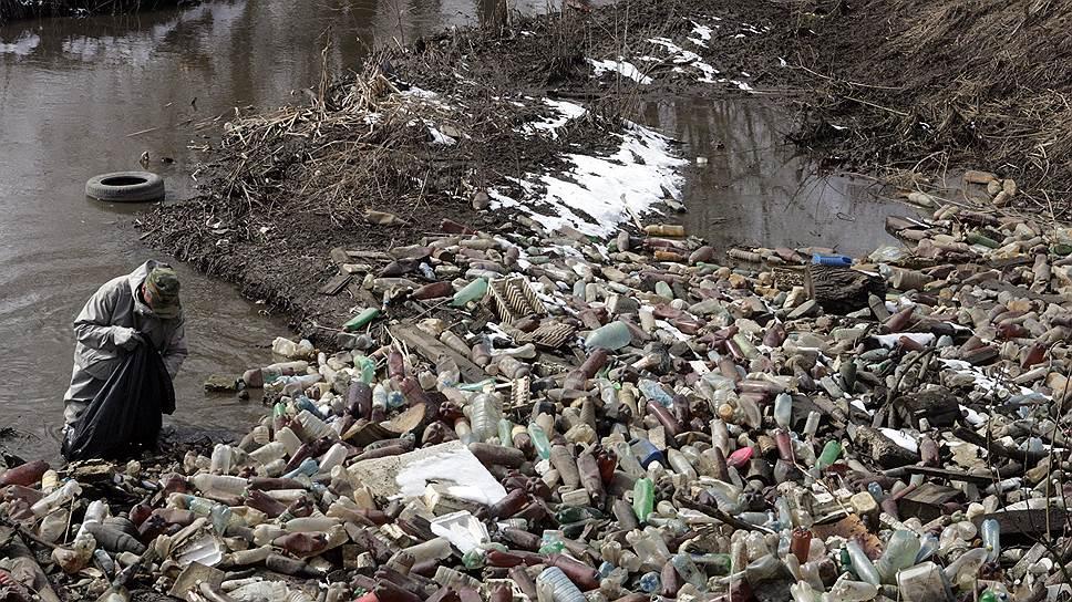 Экологи заявляют о том, что в зоне подтопления окажется множество несанкционированных свалок мусора, в том числе промышленных, а также полигон с захоронением сибирской язвы