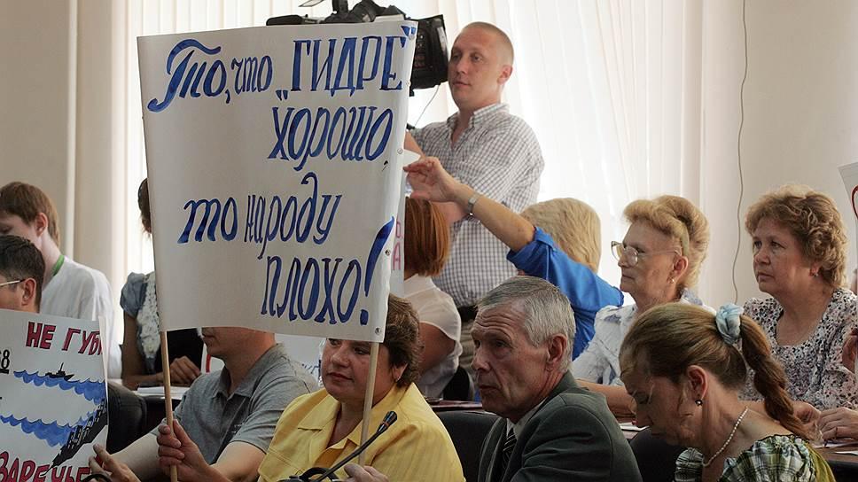 Дело в том, что в этом случае оказались бы подтоплены большие площади в заречной части Нижнего Новгорода