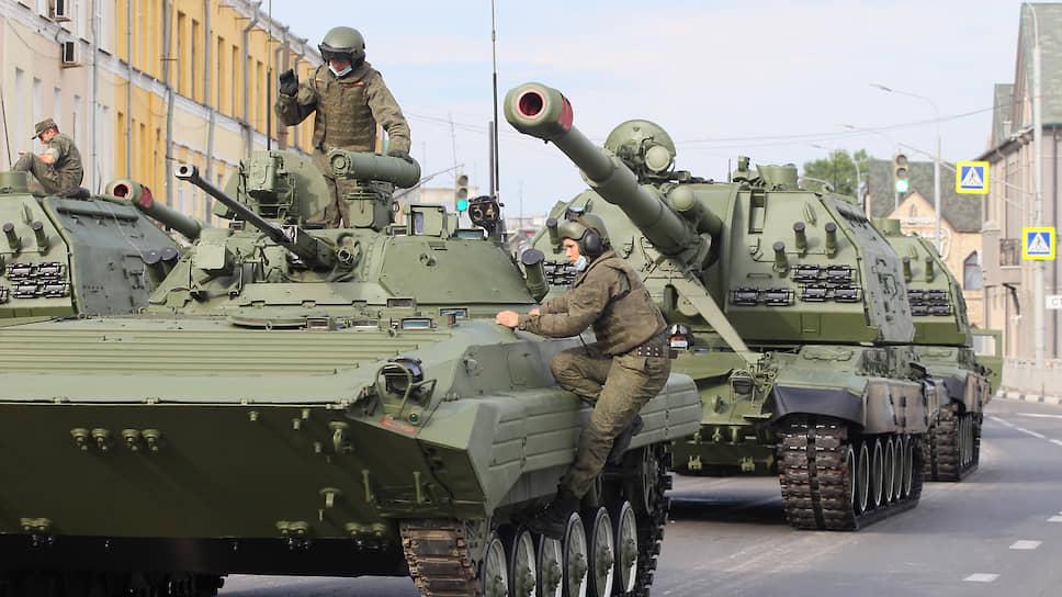 По окончании московского парада пришло время запускать моторы нижегородским танкистам