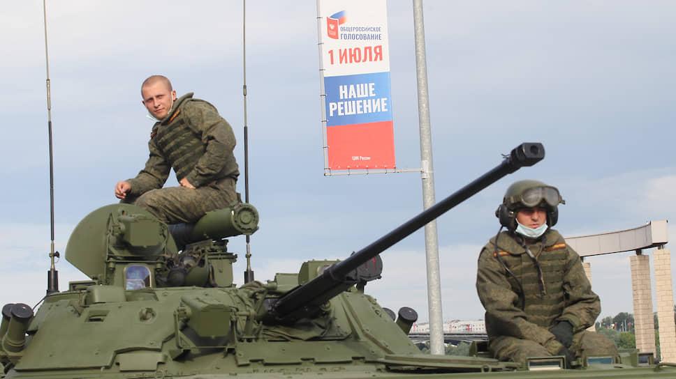 Поправки в Конституцию вряд ли были бы так убедительны без военной поддержки