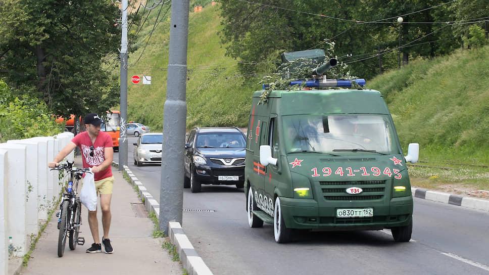 Других энтузиастов не взяли на парад, как ни ухитрялись они притвориться танкистами