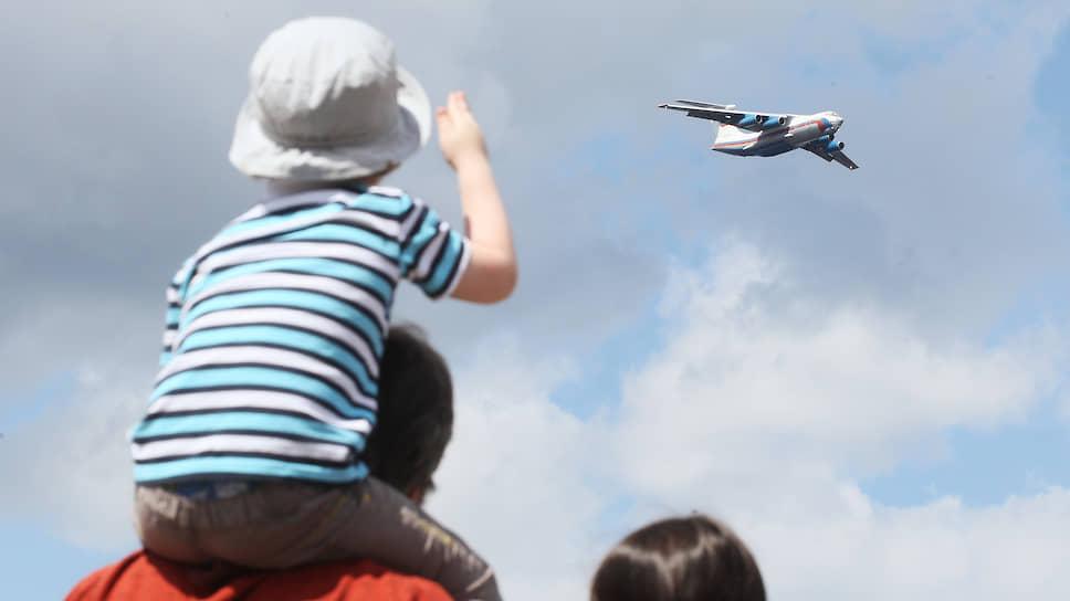 """Завершил авиашоу тяжеловес Ил-76, за грузоподъемность прозванный летчиками """"самосвал"""""""