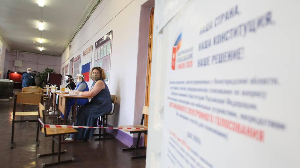 Чтобы обезопасить население, члены ТИК до 1 июля приходили с бюллетенями и домой к нижегородцам, но сегодня голосовать можно только на участке