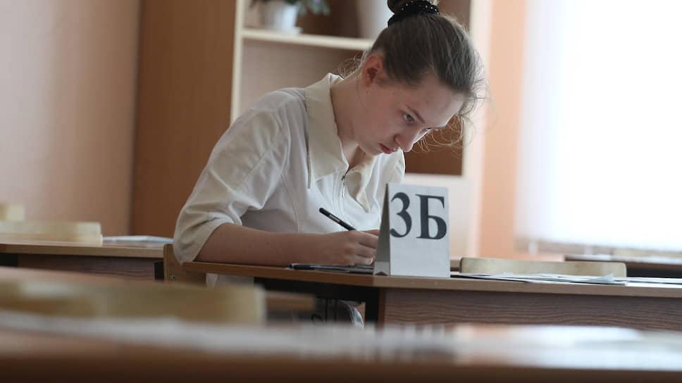 Как ни томительны часы экзамена, их всегда не хватает