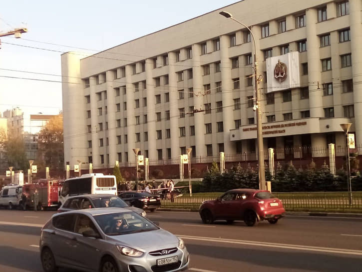 Первые сообщения о самоубийстве нижегородки около здания ГУ МВД стали поступать после 16:00