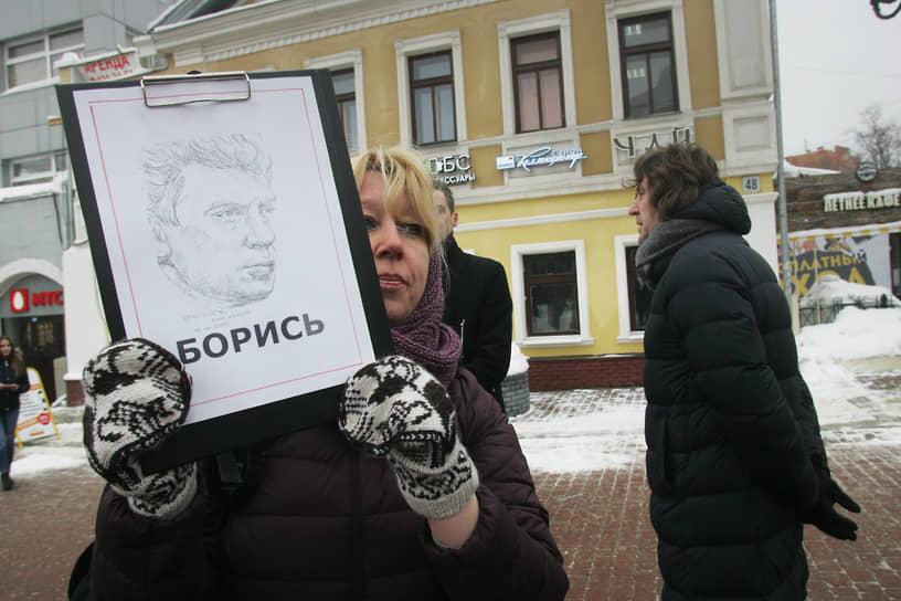 Ее несколько раз штрафовали за различные публикации, а в 2019 году осудили за прогулку с портретом политика Бориса Немцова. Тогда ей назначили штраф в 20 тыс. руб. как организатору незаконного шествия.