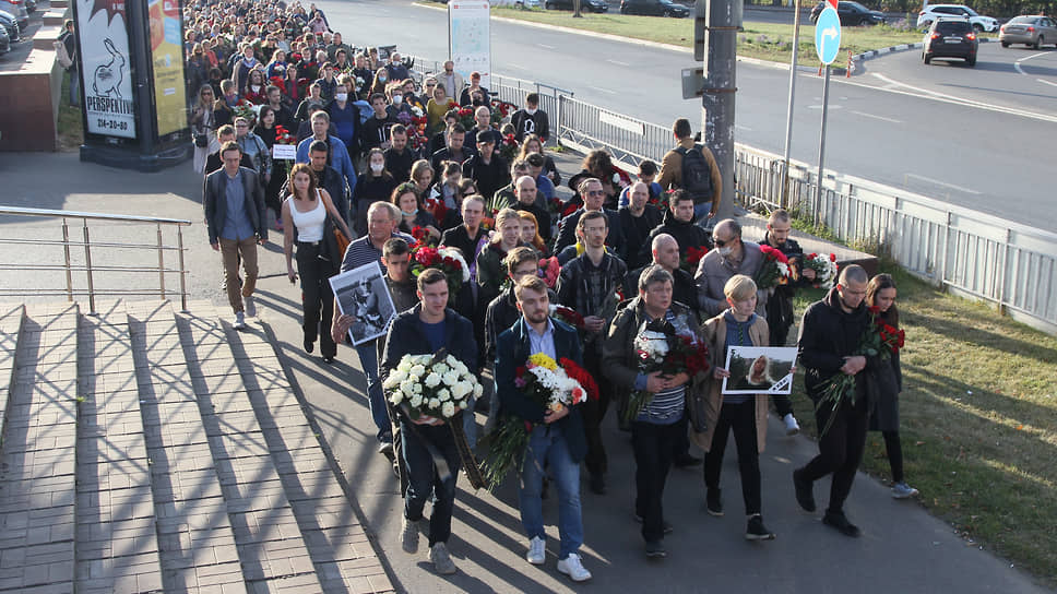 Нижегородские полицейские, подготовились к тому, что состоится траурная процессия, и временно приостановили движение автомобилей на площади Горького