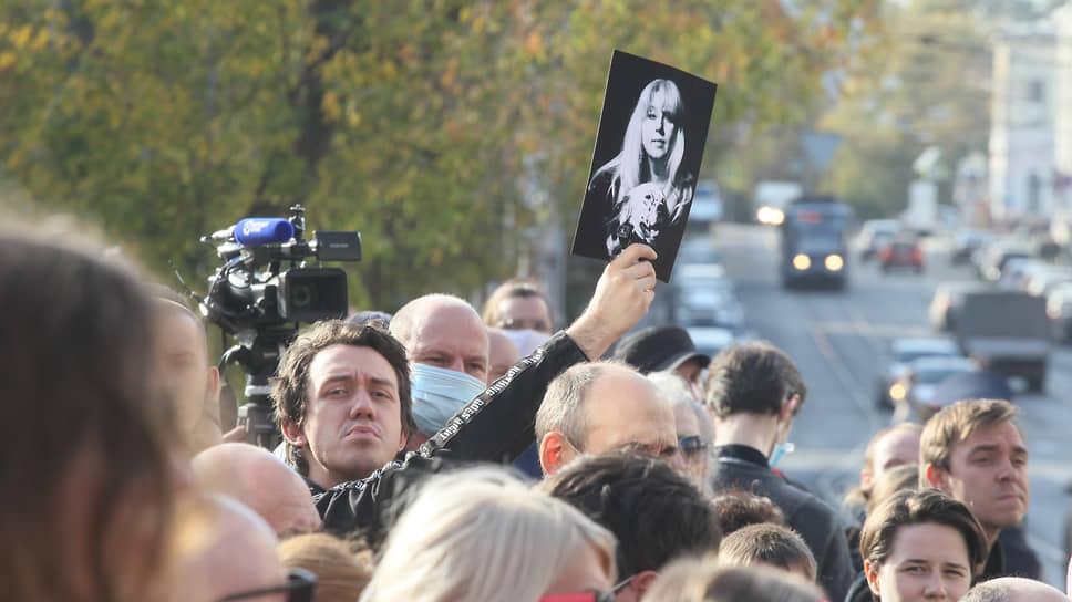 Оппозиционной активист Алексей Садомовский, как и Ирина Славина проходивший свидетелем по уголовному делу против Михаила Иосилевича, пришел на гражданскую панихиду