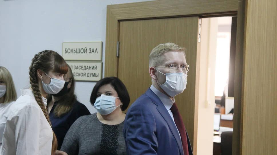 На этот раз обязанности председателя думы вместо заболевшего коронавирусом Олега Лавричева пришлось исполнять Евгению Костину
