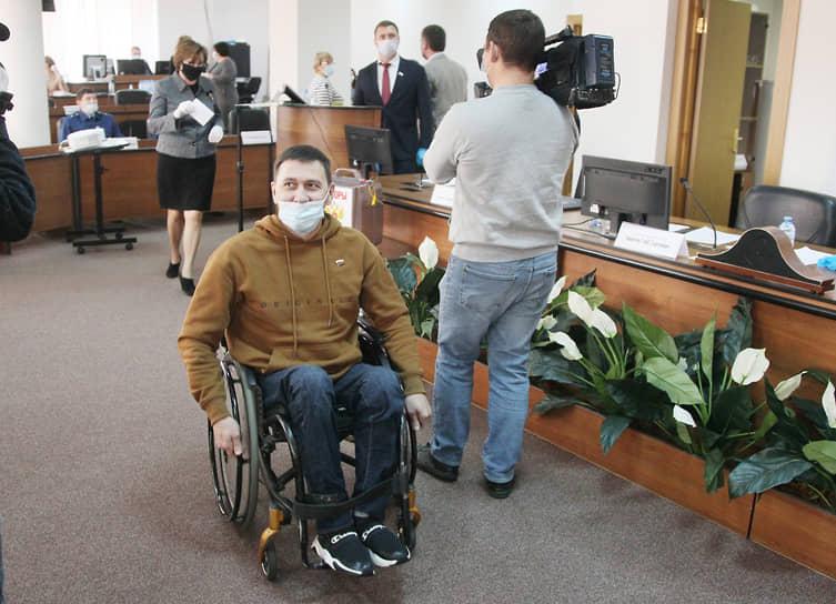 Депутат Роман Пономаренко только что исполнил избирательный долг