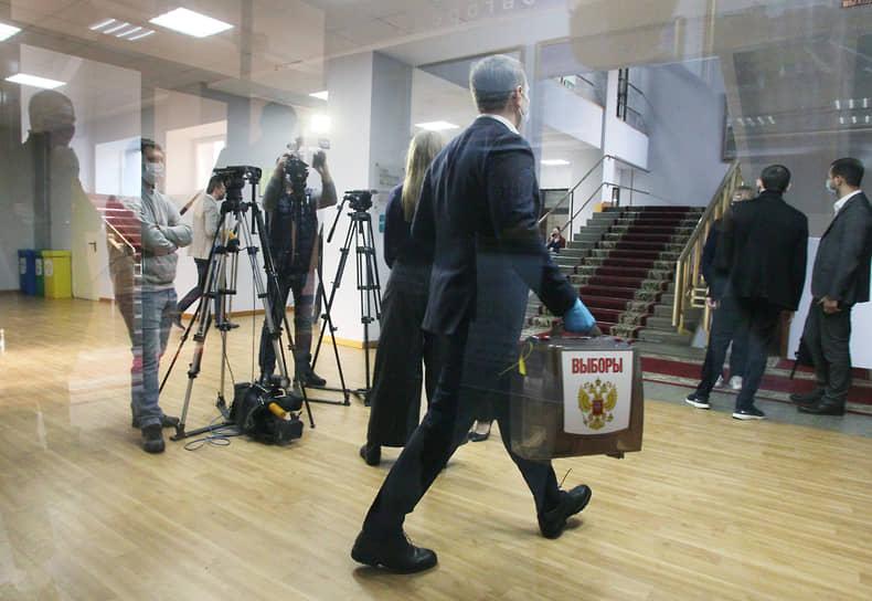 Впервые с начала карантинных мероприятий журналисты смогли присутствовать на заседании думы оффлайн. Прессу допустили в зал заседаний 28 октября в честь выборов главы Нижнего Новгорода