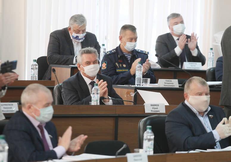 Депутаты проводили своего предводителя аплодисментами