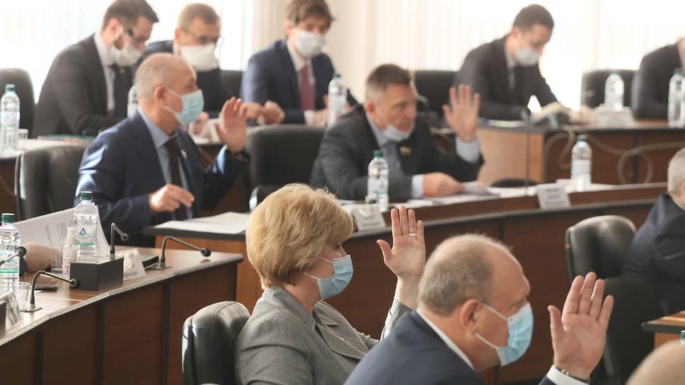 Депутаты единогласно голосуют за почетную отставку Евгения Лебедева